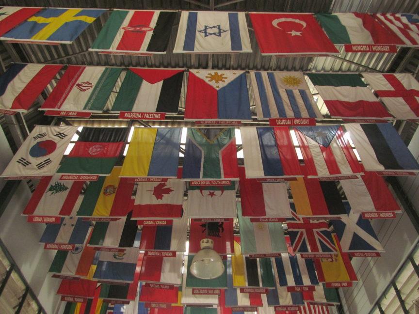 Флаги на станции канатной дороги в Рио-де-Жанейро