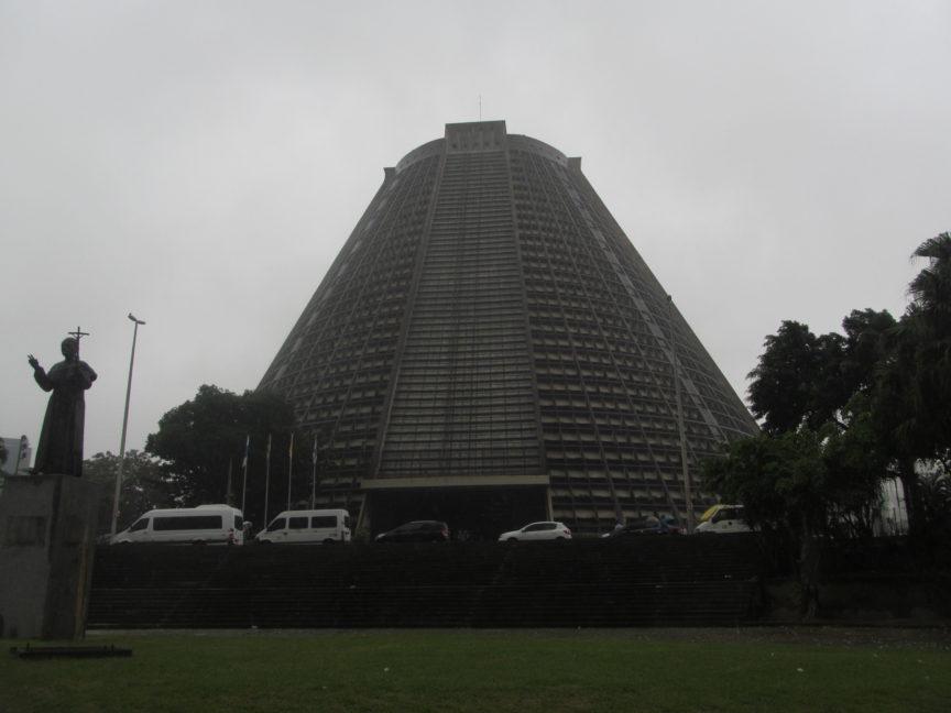 Кафедральный собор Рио-де-Жанейро снаружи
