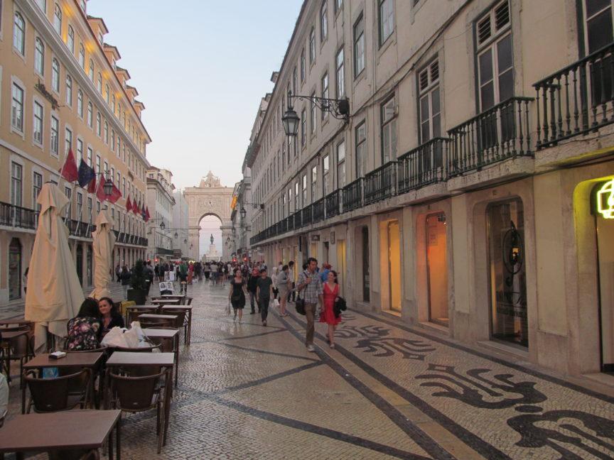 Пешеходная улица в Лиссабоне