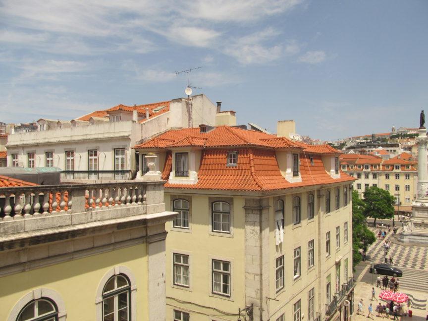 Вид из хостела в центре Лиссабона